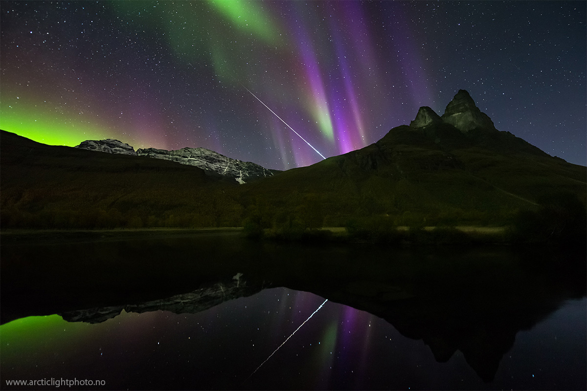 aurora-y-meteorito-sobre-noruega