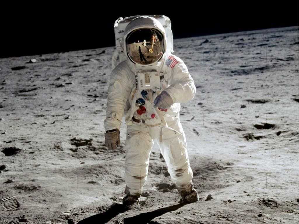 puede-descomponerse-un-cadaver-en-la-luna