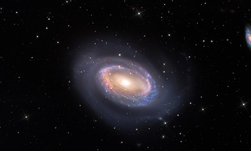 ngc-4725-galaxia-espiral-un-brazo