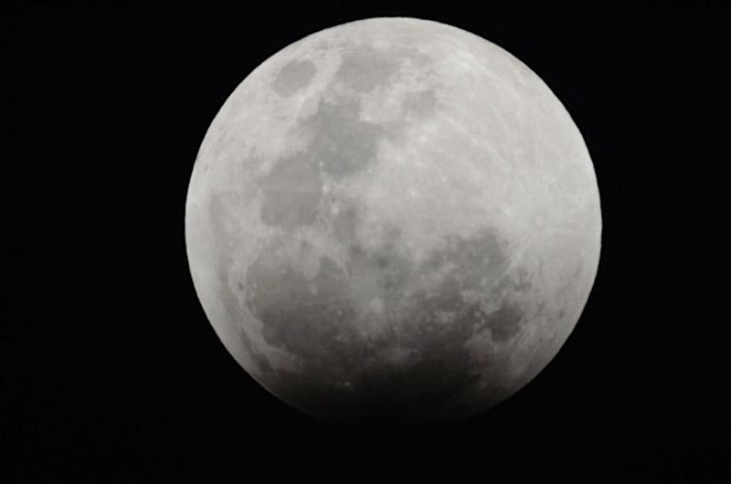 Imagen de Arturo Gómez tomada cerca de Los Vilos,  usando un telescopio Celestron Schmidt-Cassegrain de 5 pulgadas y un adaptador para la cámara Nikon.