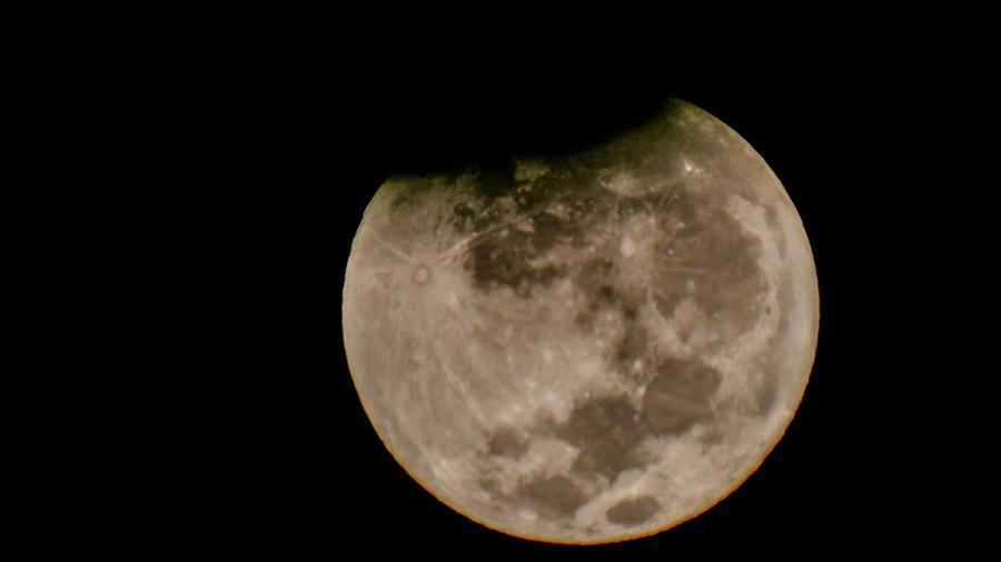 Eclipse parcial de luna desde Curanipe, VII región (04/04/15). Tiempo de exposició 1/40 s - ISO 100.