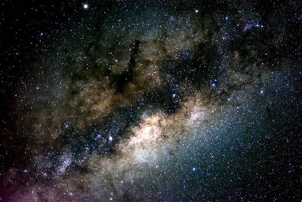 Centro galáctico desde Valle del Elqui, cerca de Monte Grande,  por Alex Castro Ahumada. Trípode, cámara nikon d5200 objetivo dx 35mm F1.8 Configuración 10 seg f2.8 iso 3200, edición Ligthroom