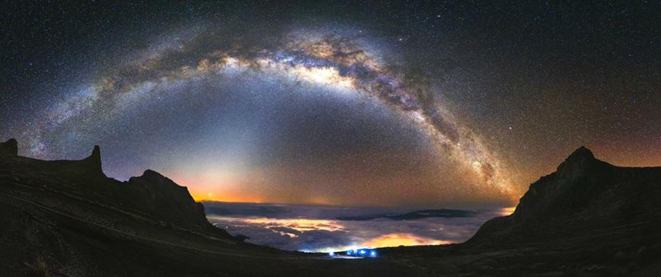 La última foto es una vista desde el Monte Kinabalu. Chow cuenta que para ello caminó 8 kilómetros con su equipo hasta llegar a la cumbre que está a 4.095 metros sobre el nivel del mar.