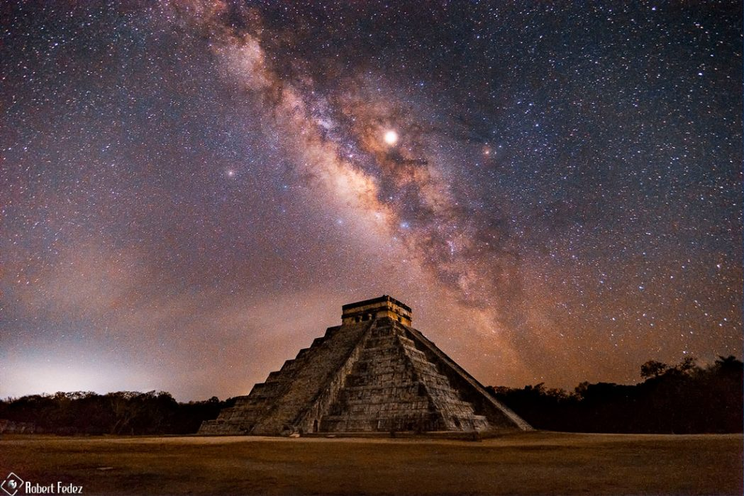piramide-maya-via-lactea